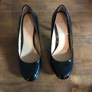 Mootsie Tootsie Black Patent heels size 9